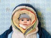 Baba túlöltöztetése a melegben