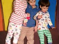 Kategória  Kisgyerekek öltöztetése  0f28c3c97e